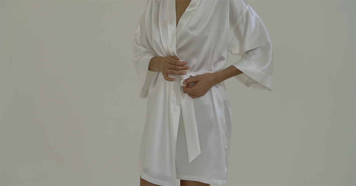 Silk Robe Powder White By Dariiaday